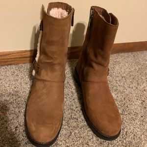 Unique dark tan Ugg boots barely worn 9.5